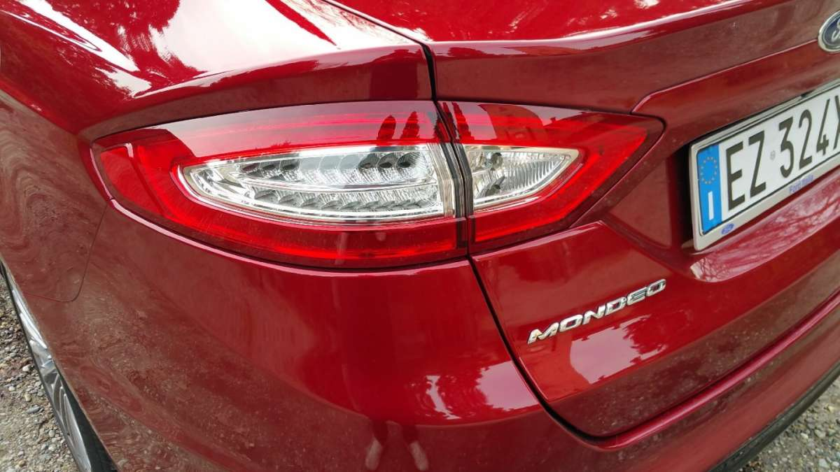Ford Mondeo fanale a led