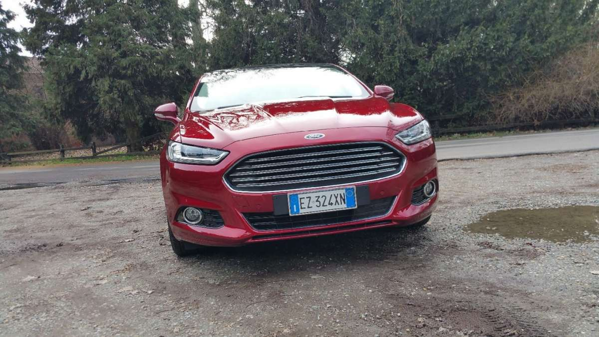Ford Mondeo rossa