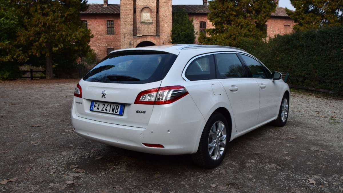 Peugeot 508 SW 2016 laterale posteriore