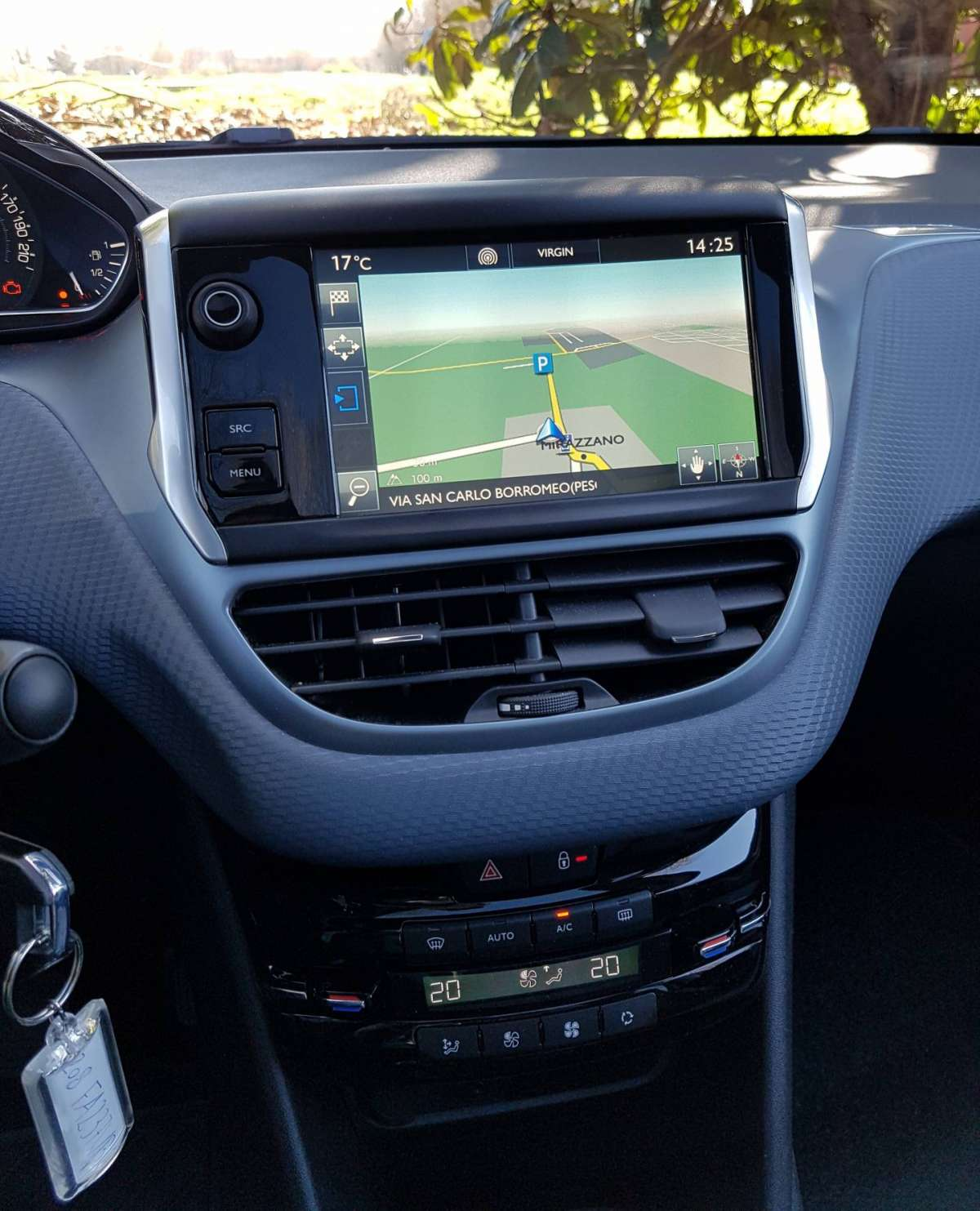 Peugeot 208 1.2 automatica, touch screen
