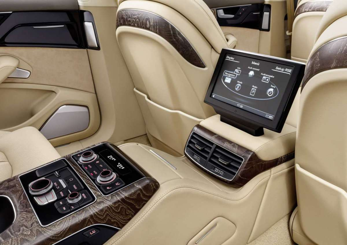 Audi A8 L Extended multimedia