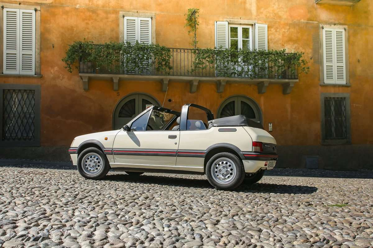 Peugeot 205 Cabriolet angolo posteriore