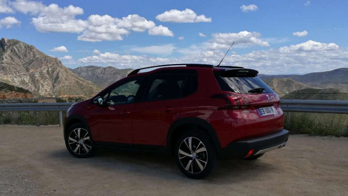 Peugeot 2008 2016 laterale posteriore