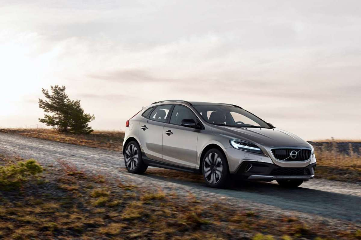 Nuova Volvo V40 Cross Country 2016