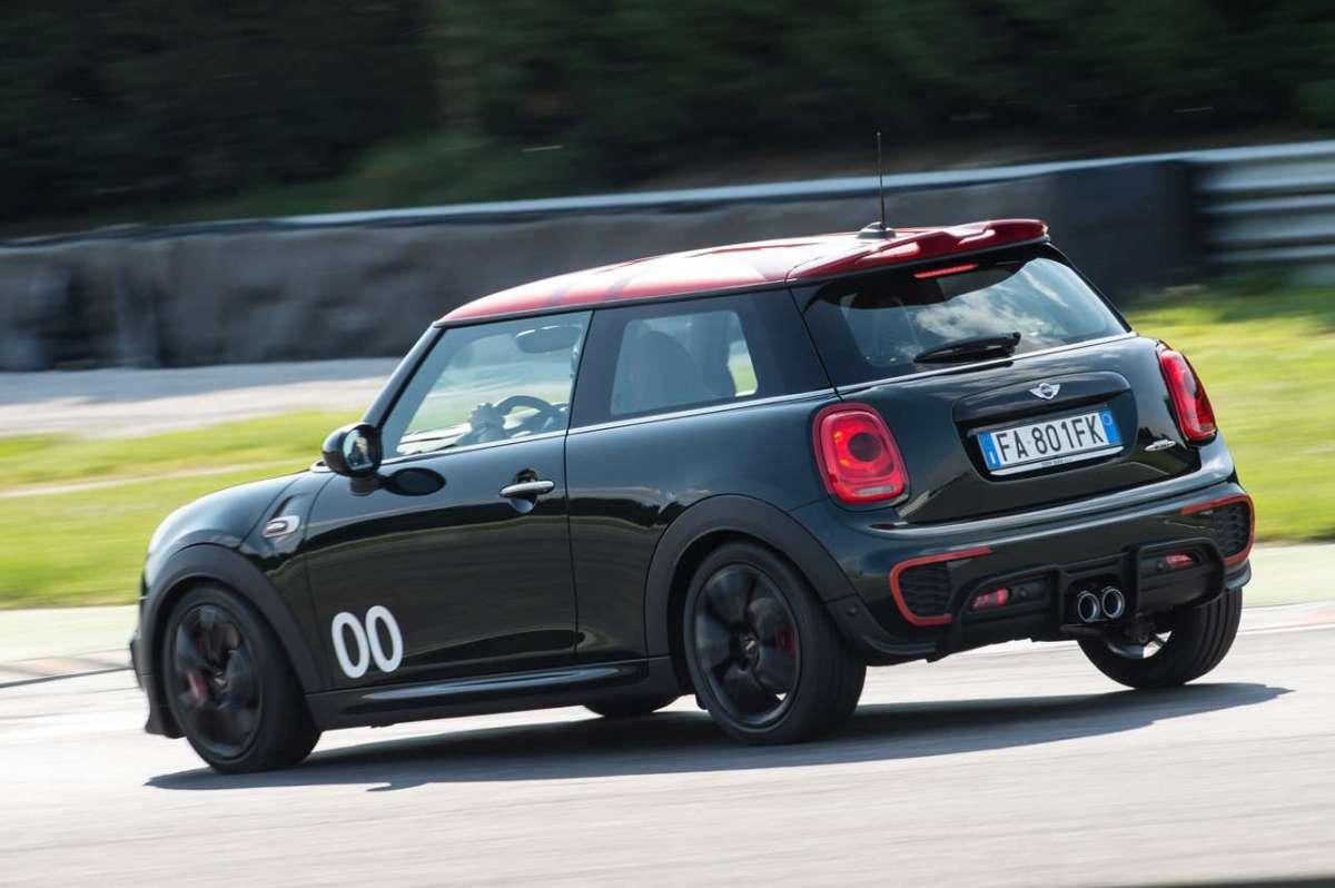 Mini John Cooper Works Challenge Edition in frenata