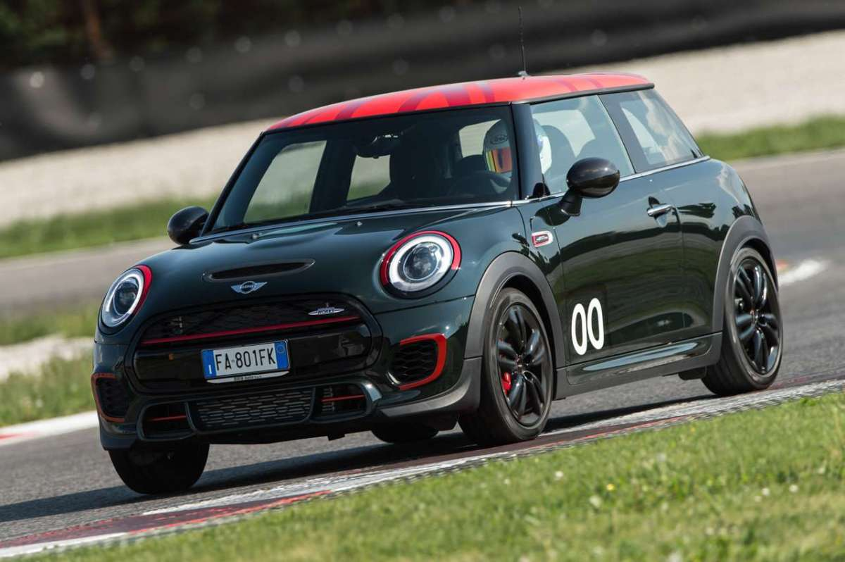 Mini John Cooper Works Challenge Edition in pista
