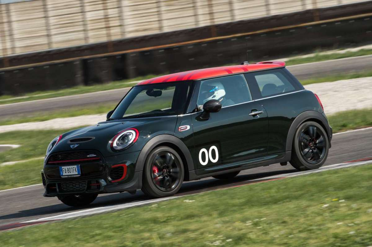 Mini John Cooper Works Challenge Edition verde scuro