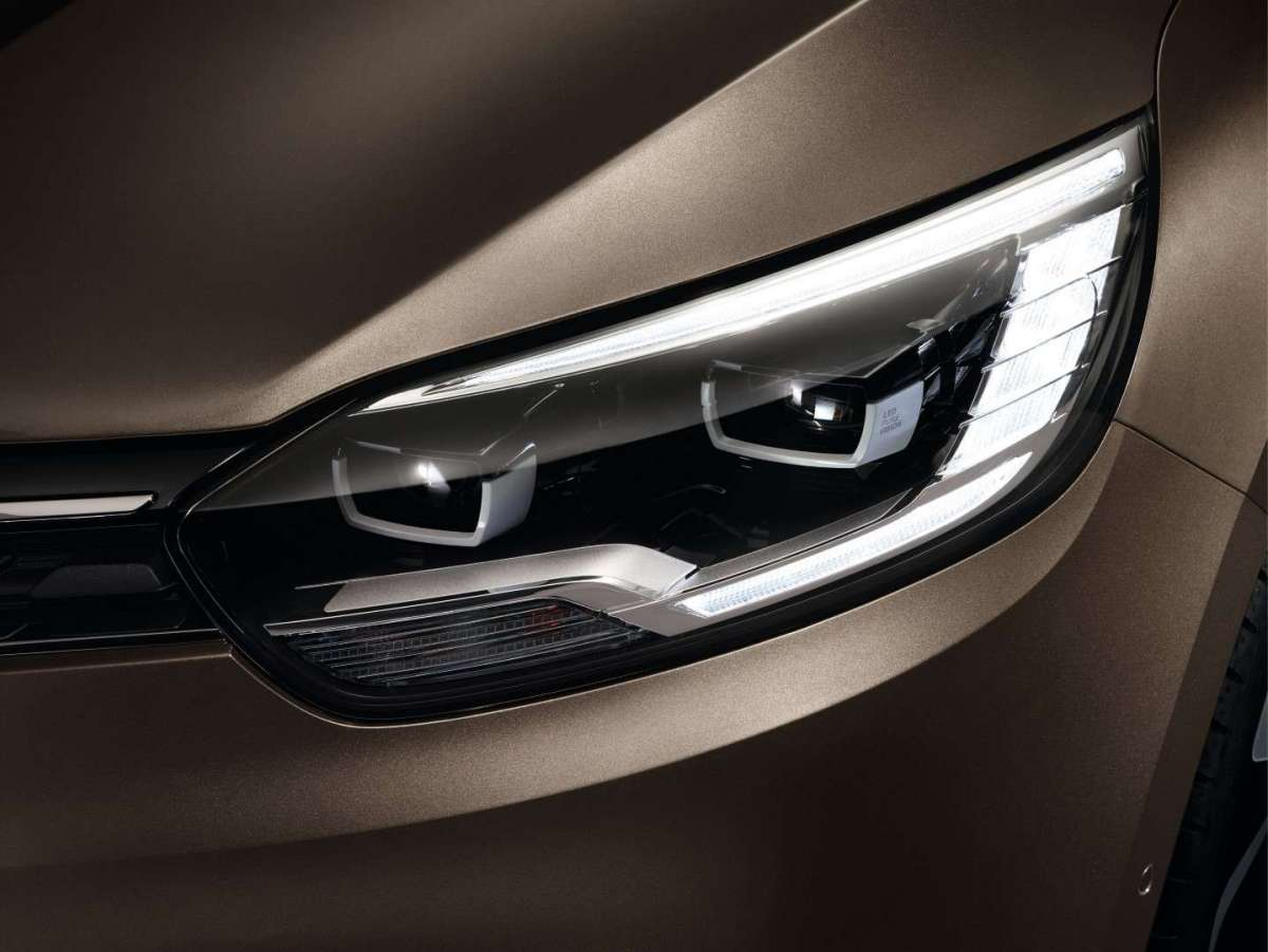 Nuova Renault Grand Scenic 2016, luci a led