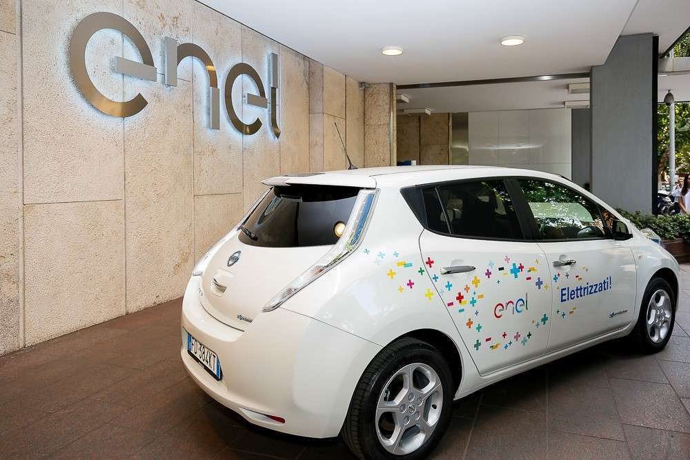Nissan Leaf Enel Edition laterale posteriore