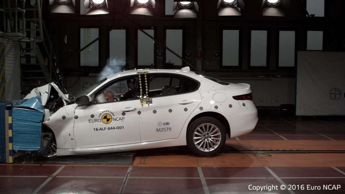 Alfa Romeo Giulia 2016: crash test