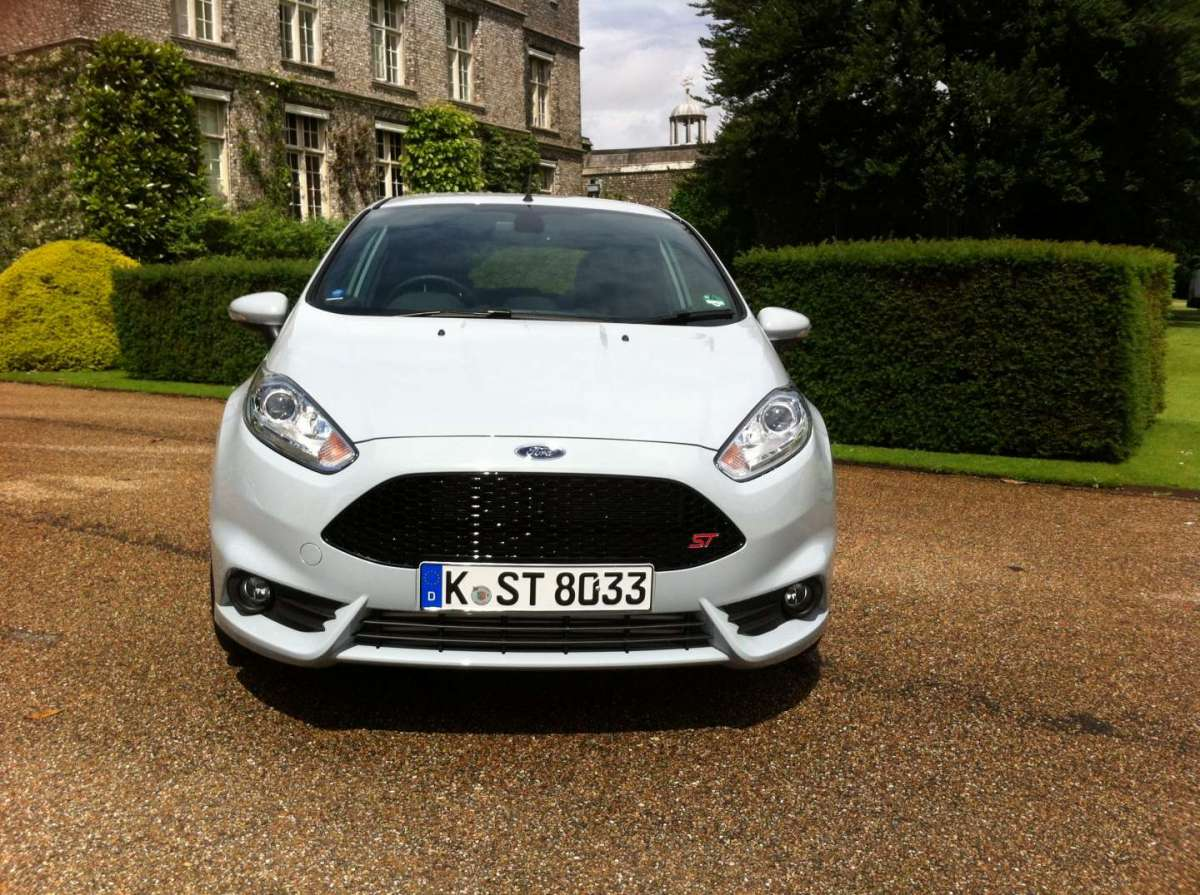 Ford Fiesta ST200, il frontale