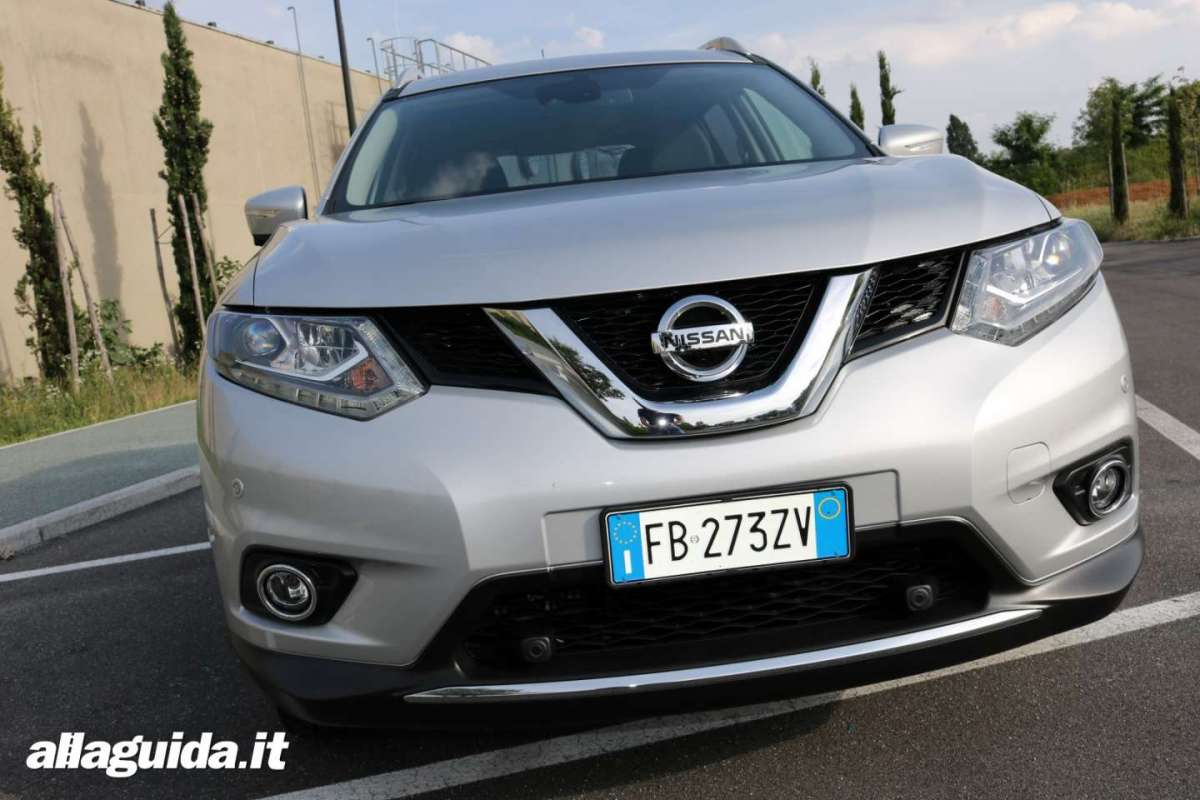 Frontale di Nissan X-Trail dCi