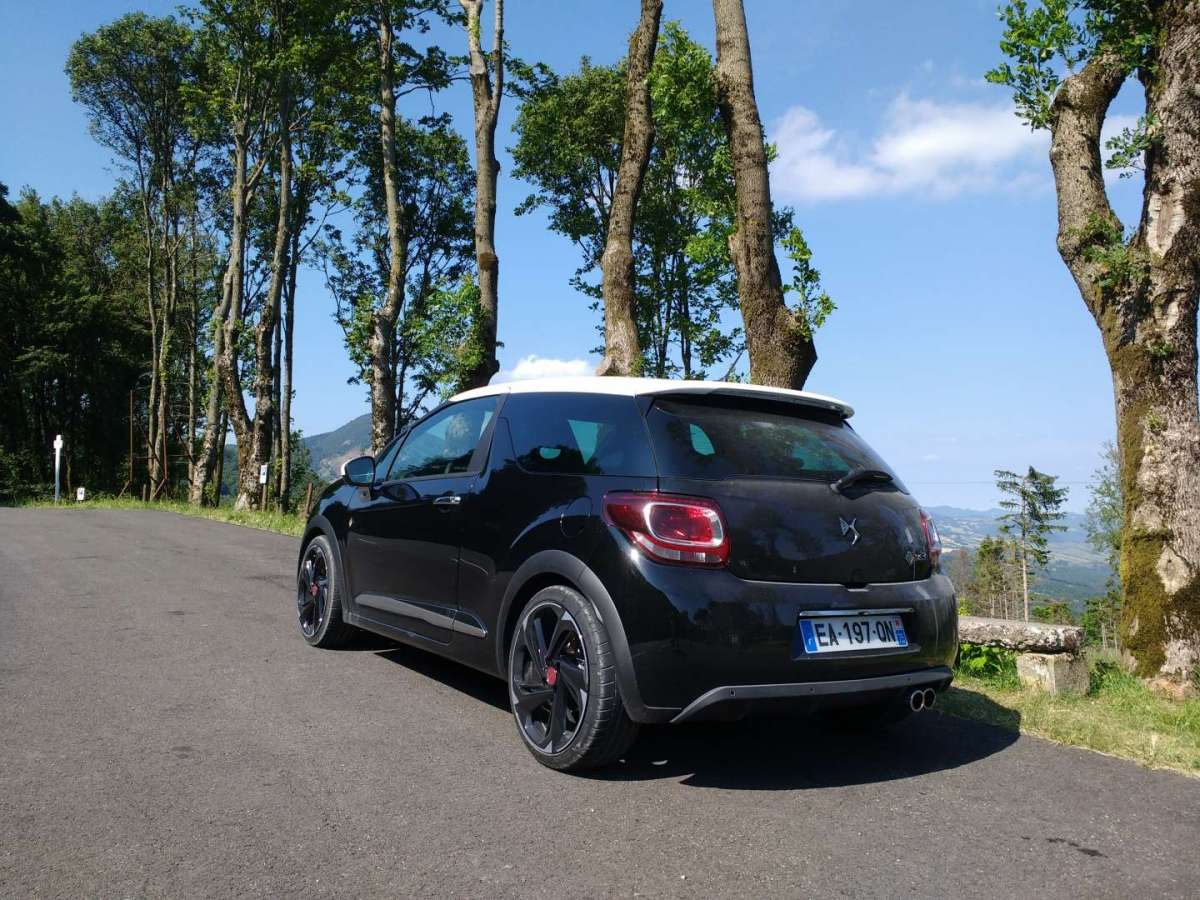 DS 3 Performance tre quarti posteriore