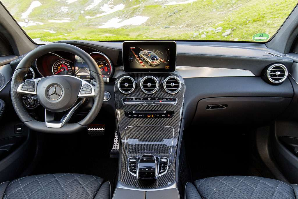 Mercedes GLC Coupé interni plancia
