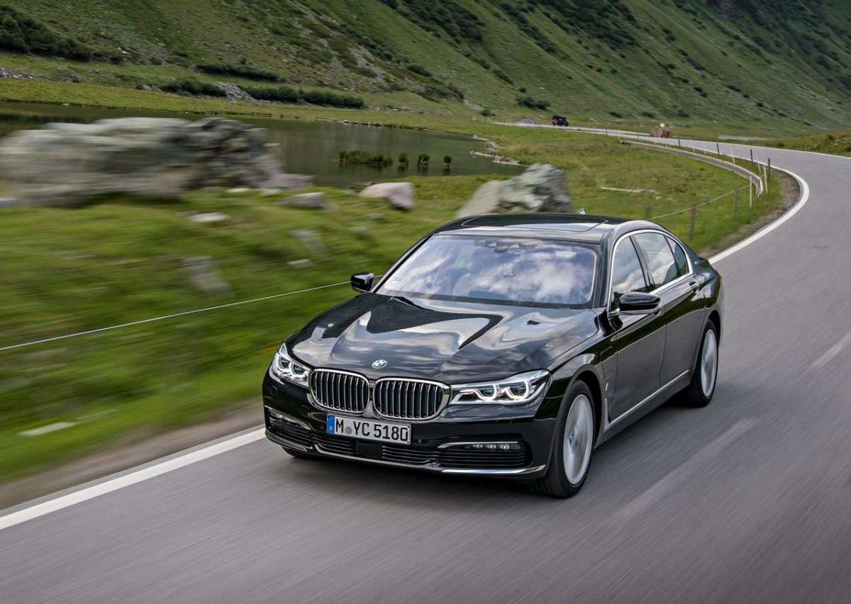 BMW Serie 7 ibrida 740e iPerformance