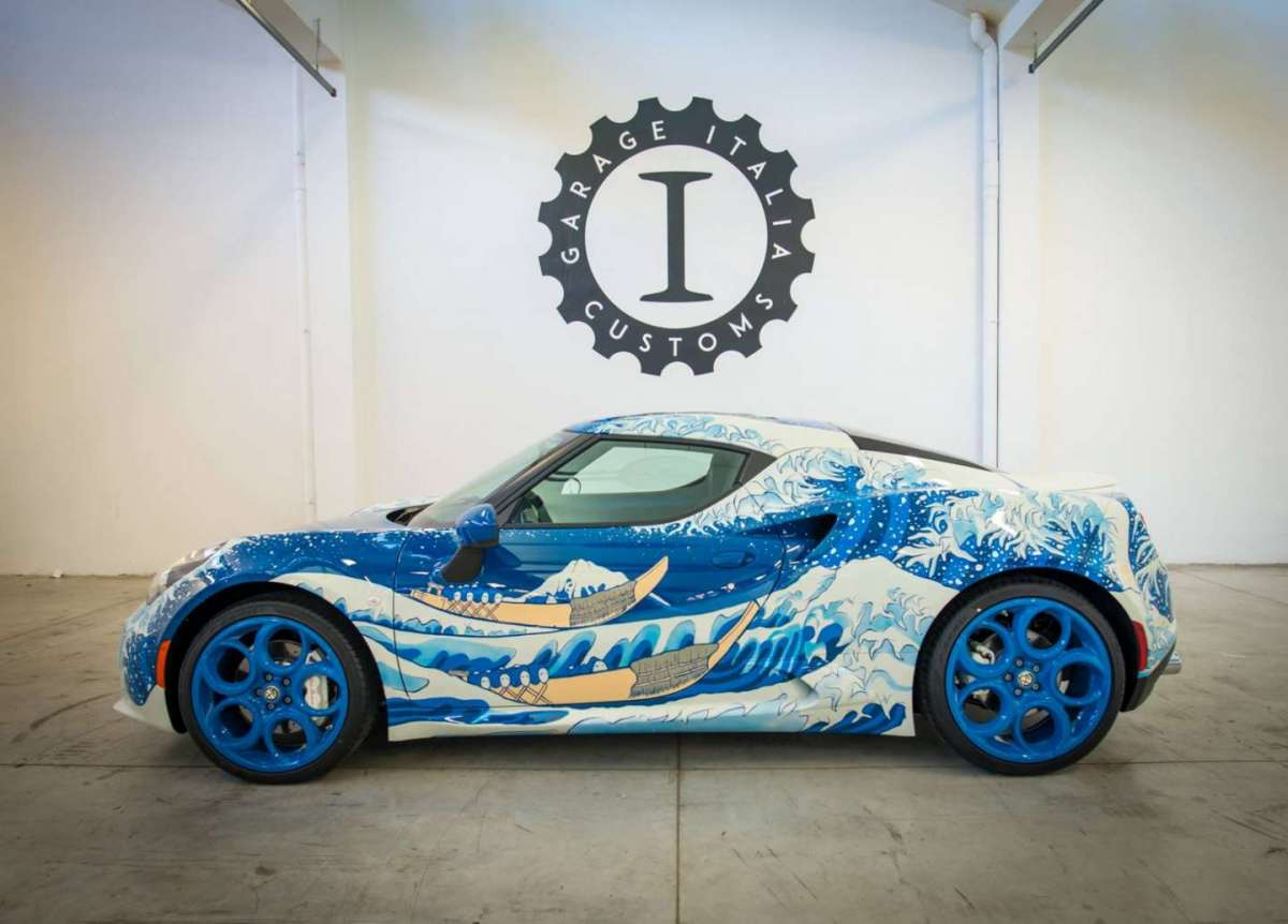 4C Garage Italia Customs La Grande Onda dipinta a pennello
