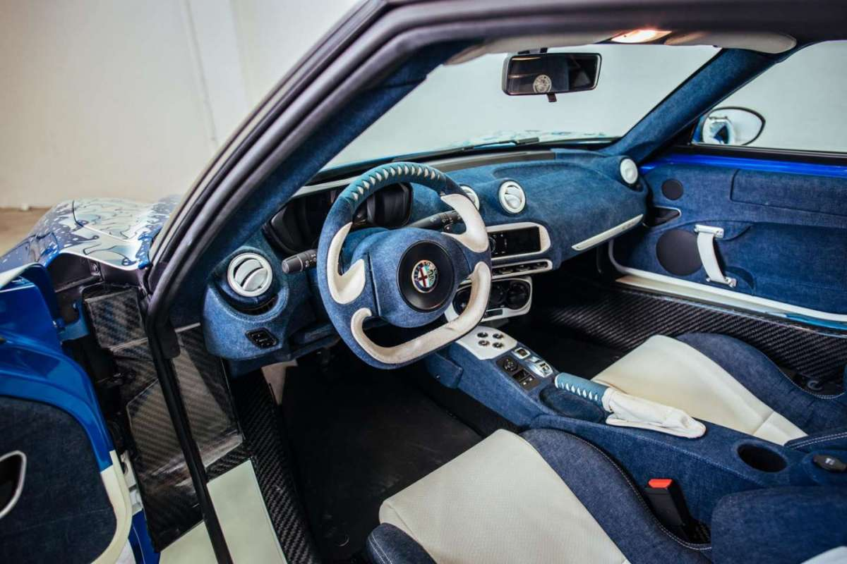 Interni in denim di Alfa Romeo 4C Garage Italia Customs La Grande Onda