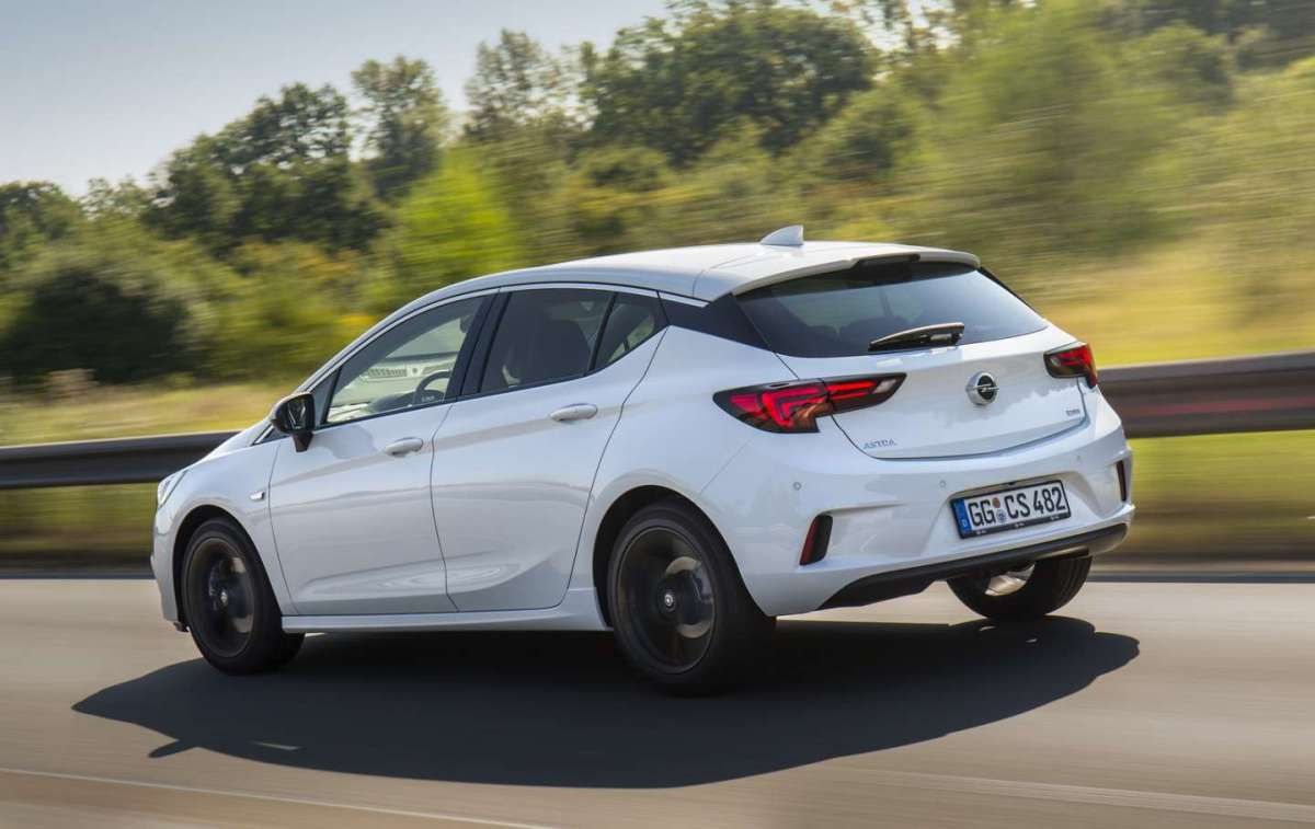Opel Astra OPC Line 2016 posteriore