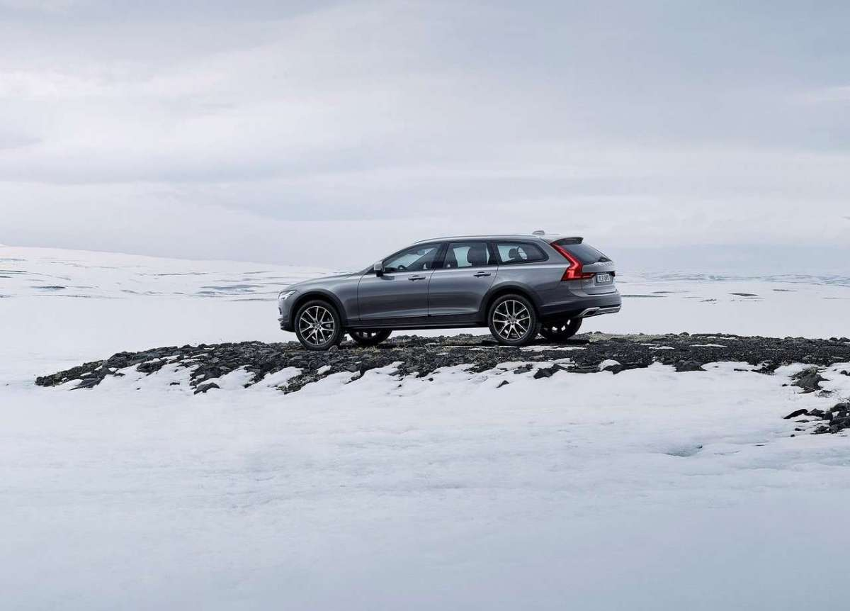 V90 Cross Country 2016 sulla neve