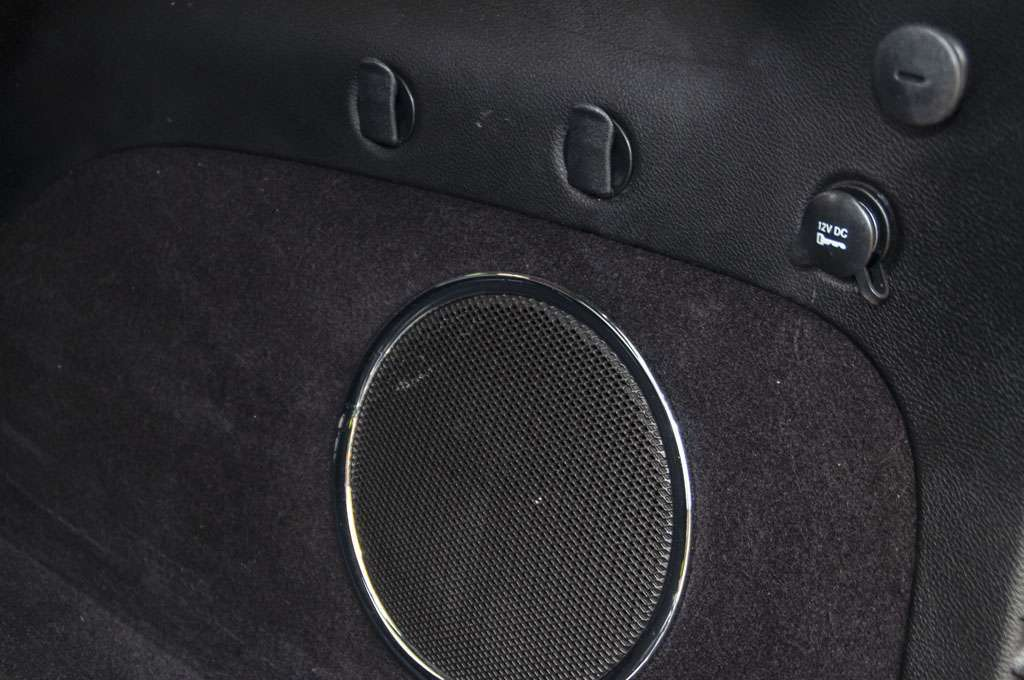 Jeep Grand Cherokee subwoofer