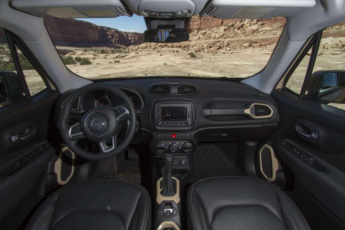 Jeep Renegade Desert Hawk interni