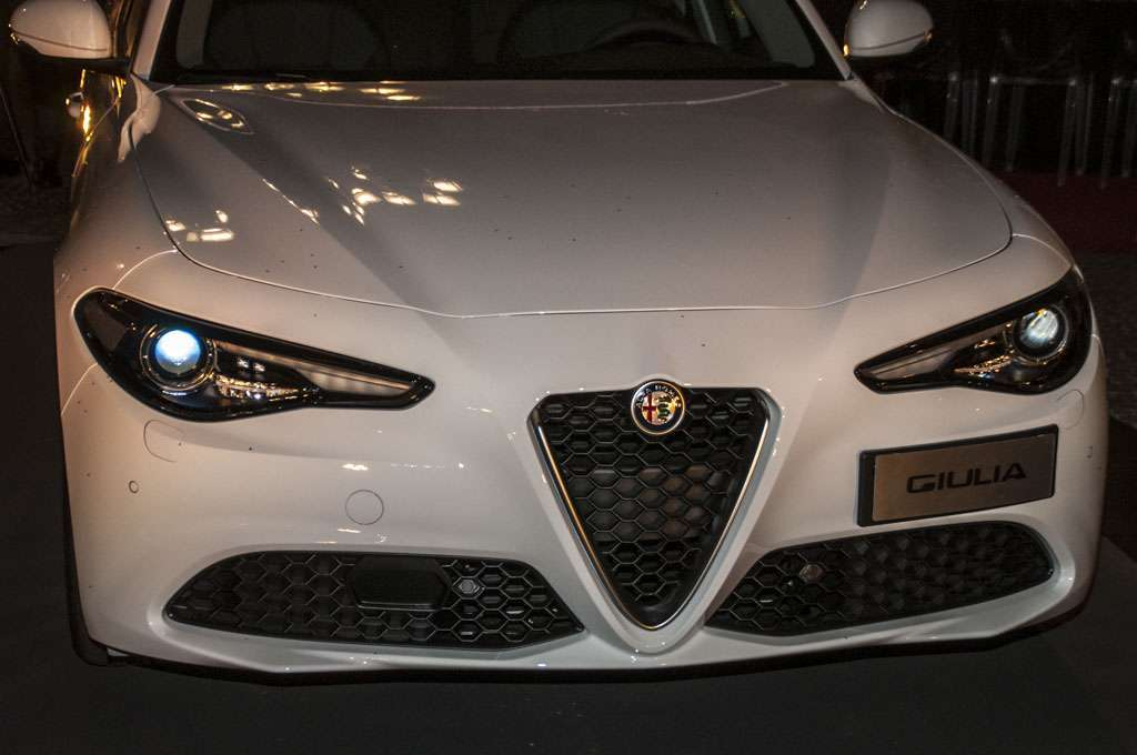 Alfa Romeo Giulia The Red Table fari