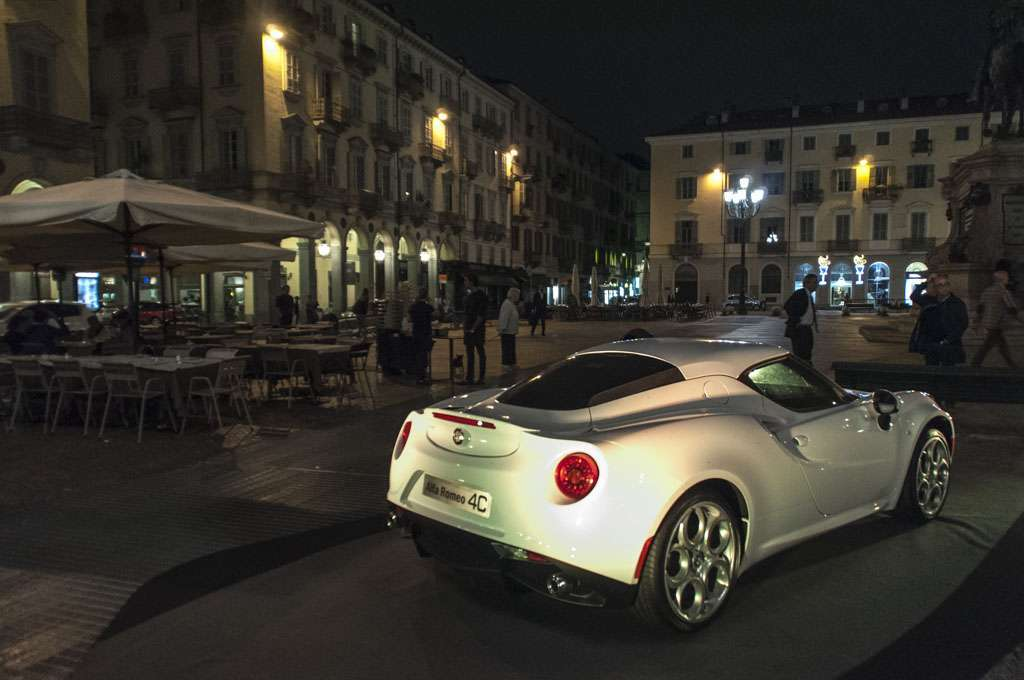 Alfa Romeo 4C The Red Table piazze