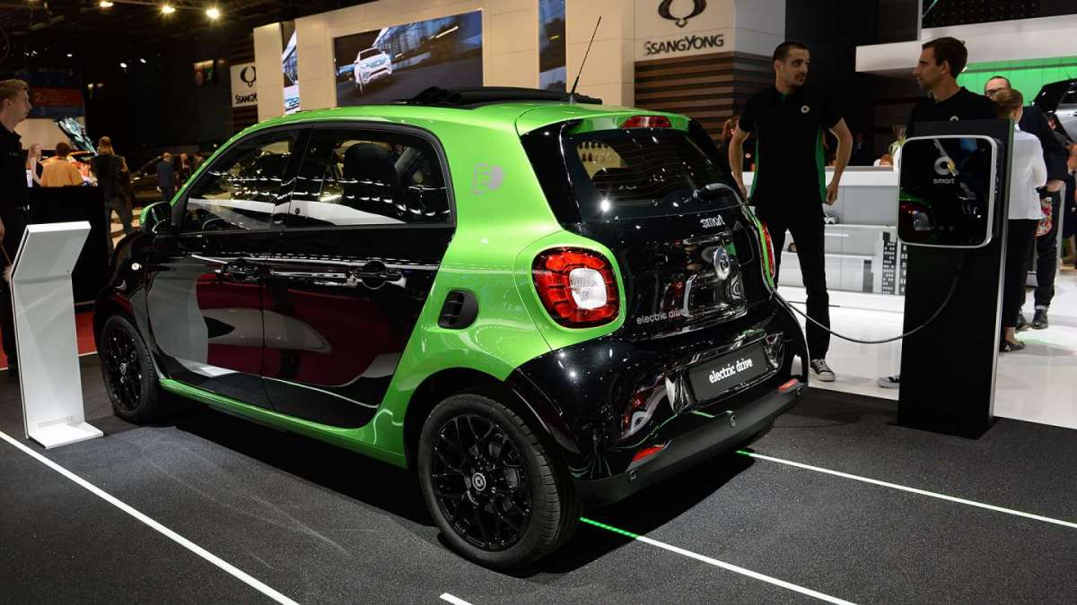 Smart ForFour Electric Drive Salone di Parigi 2016 posteriore