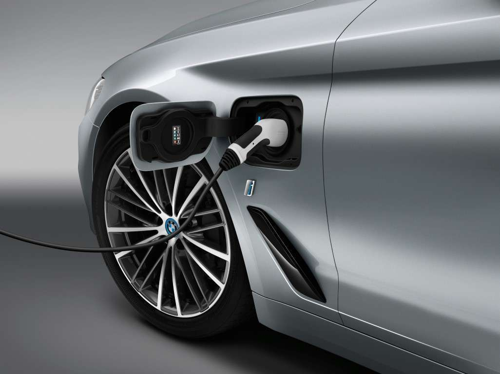 BMW Serie 5 2017 ibrida plug-in