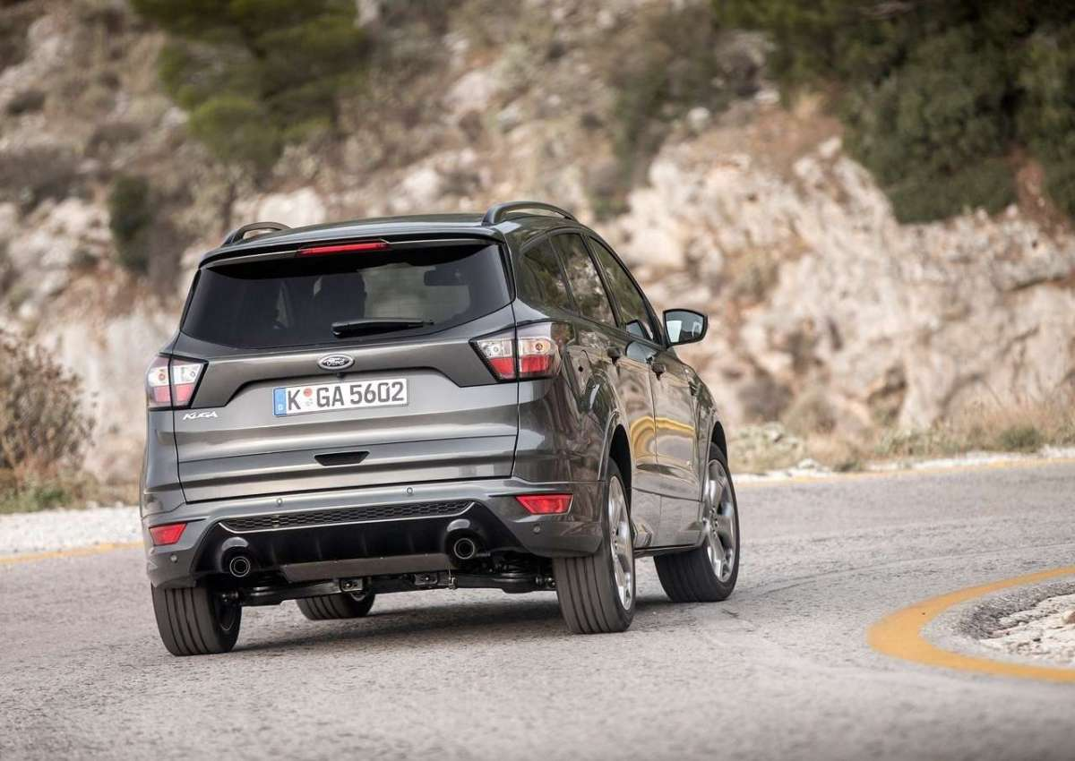 Ford Kuga 2016 restyling posteriore versione sportiva