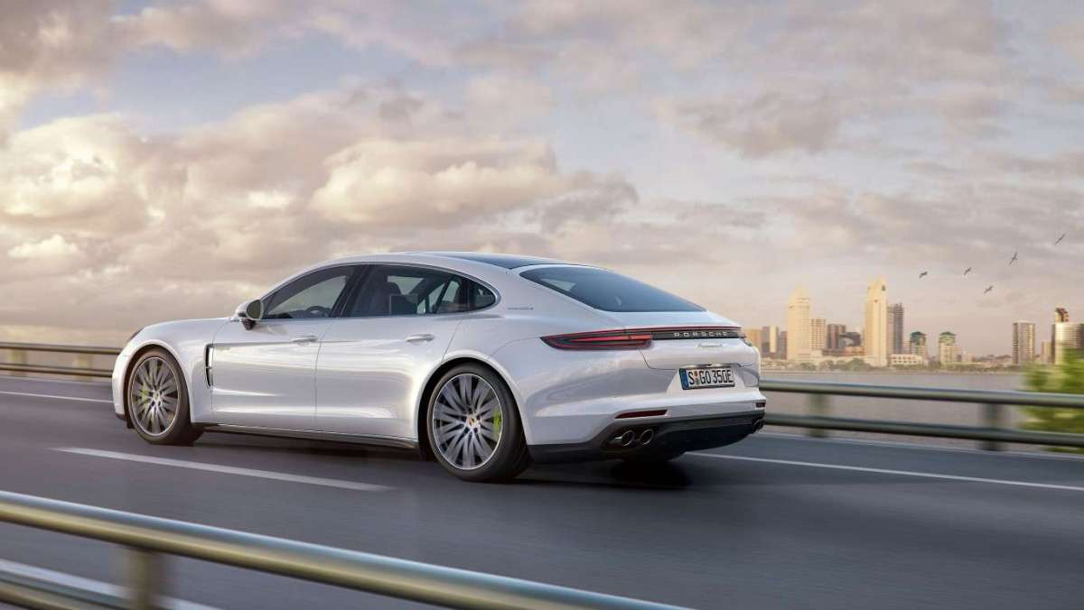 Nuova Porsche Panamera Executive ibrida