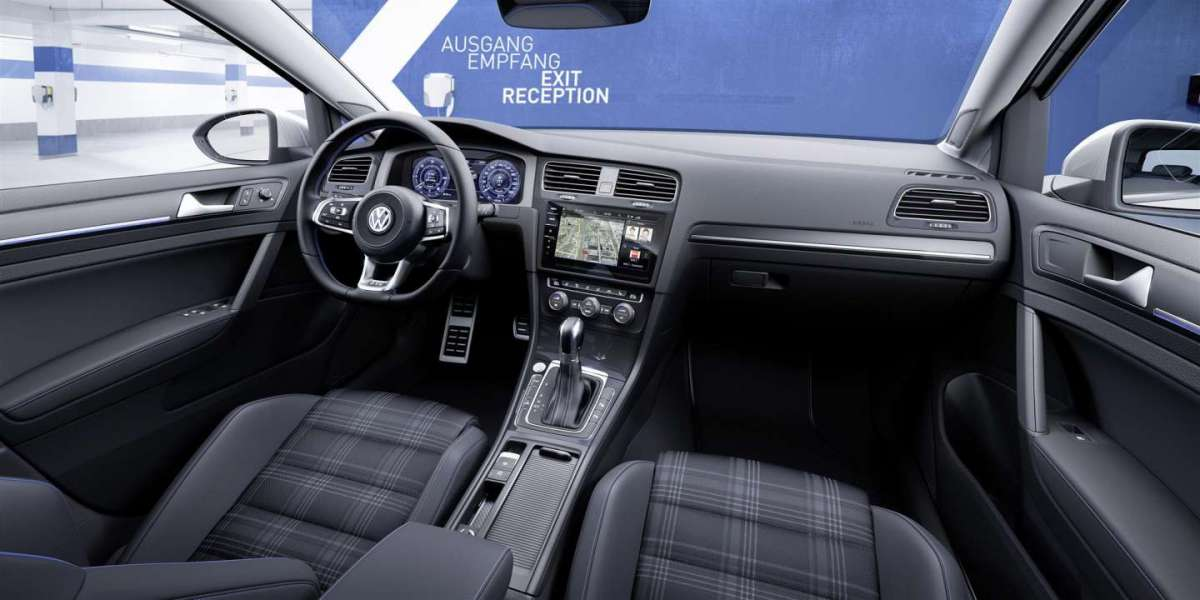 Volkswagen Golf 2017 restyling interni