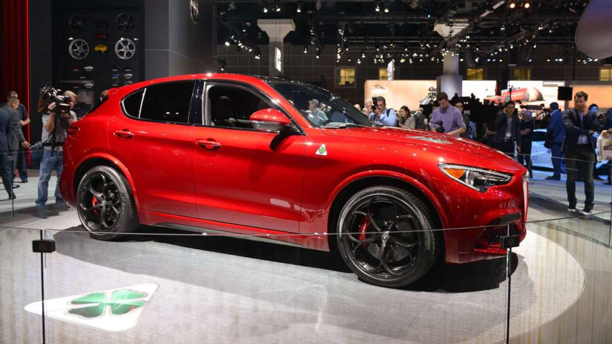 alfa romeo stelvio quadrifoglio al salone di los angeles. Black Bedroom Furniture Sets. Home Design Ideas