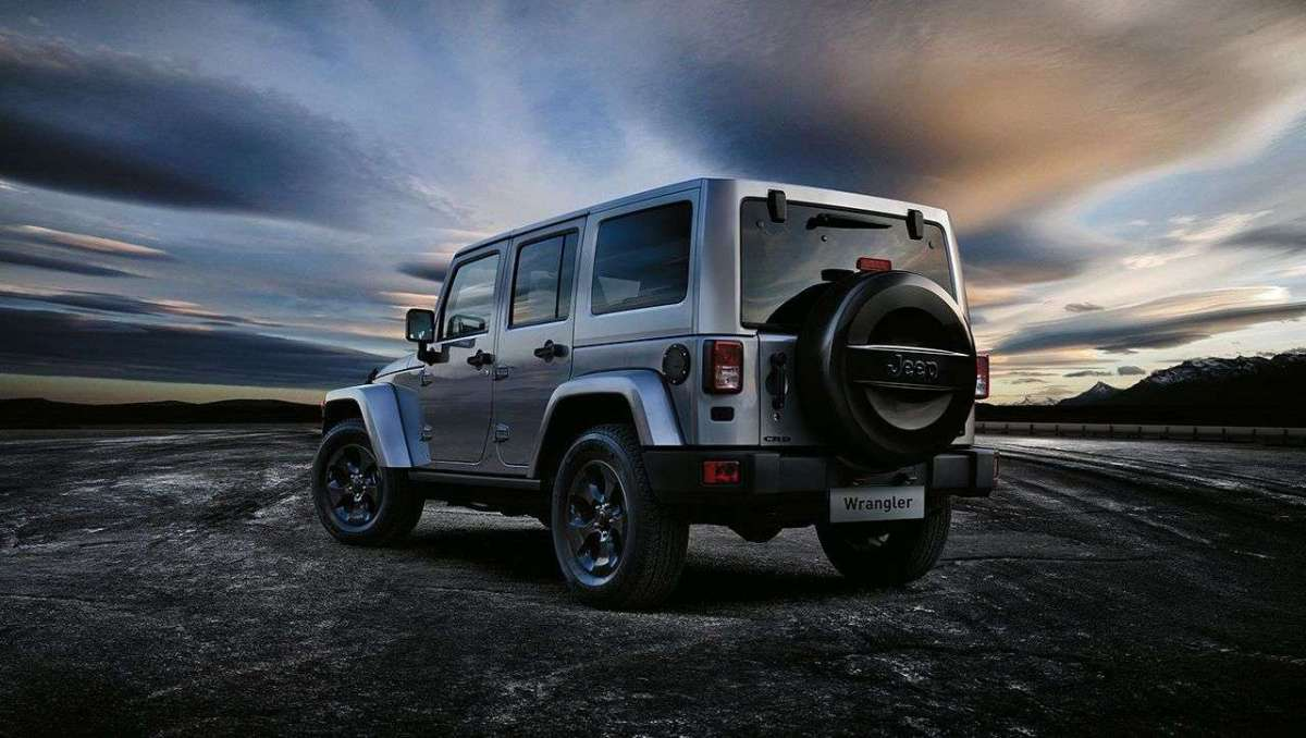 Jeep Wrangler Black Edition posteriore