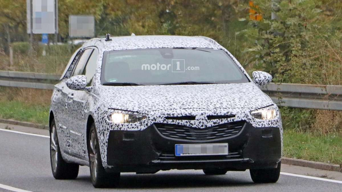 Opel Insignia Sports Tourer 2017 foto spia frontale