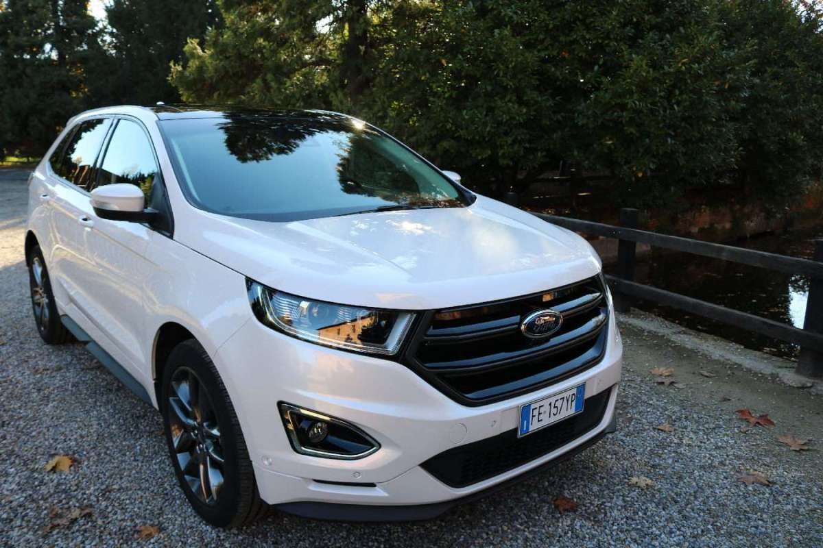 Ford Edge 2016 tre quarti anteriore