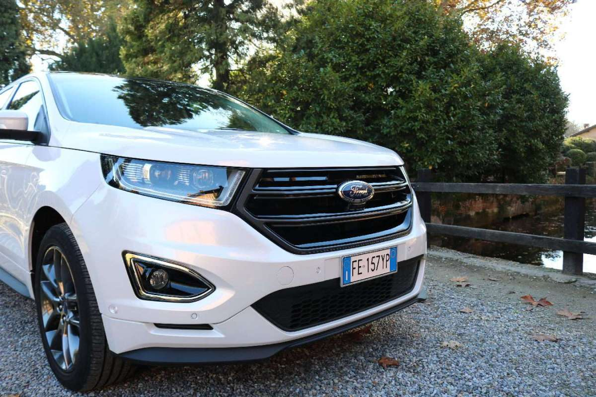 Ford Edge 2016 vista frontale