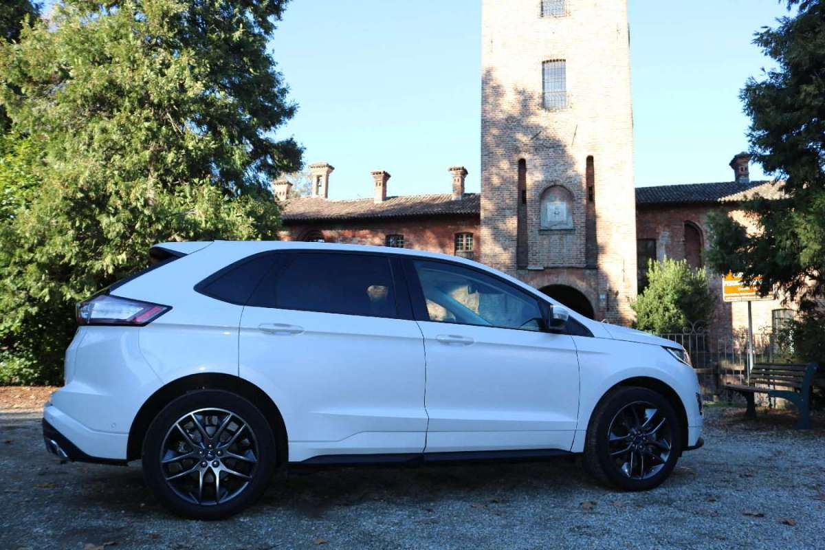 Ford Edge 2016 vista laterale