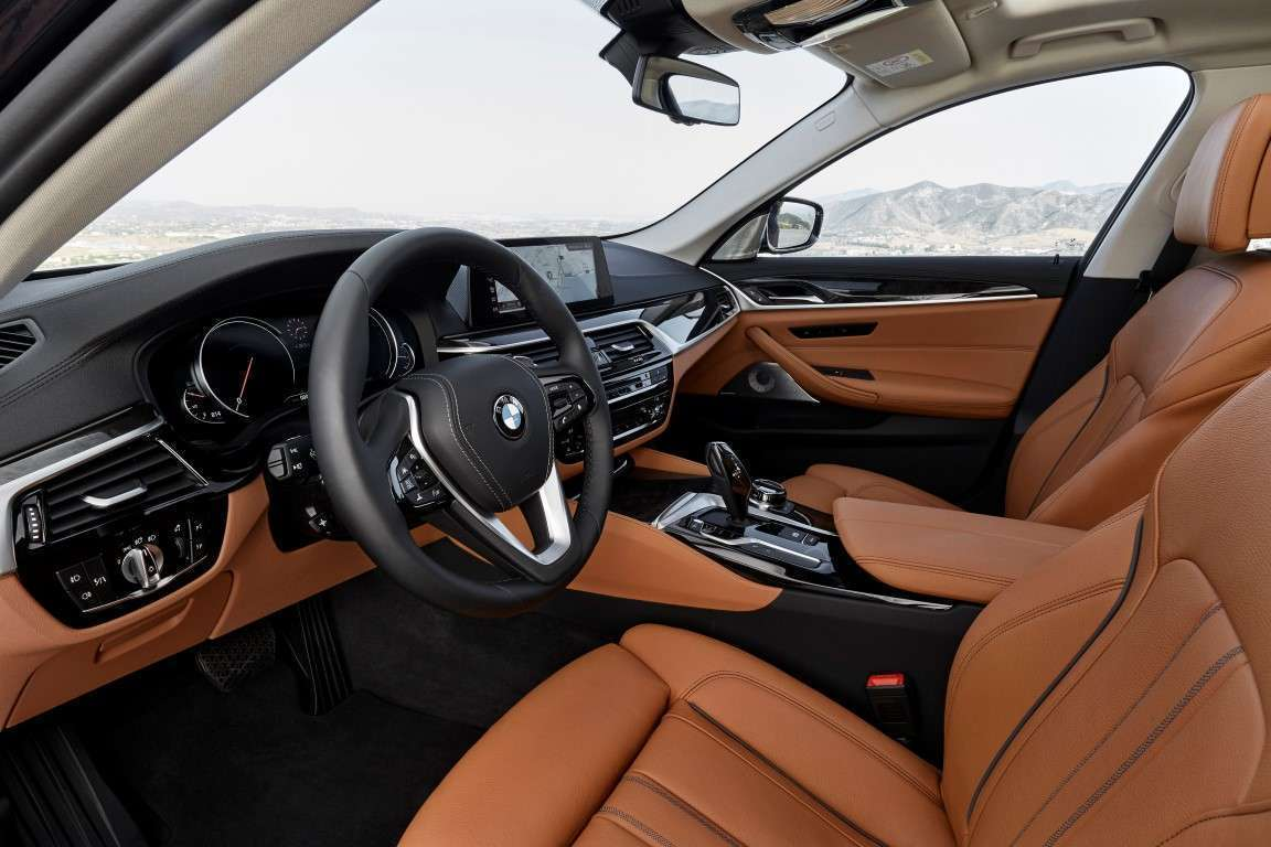 BMW Serie 5 2017 interni