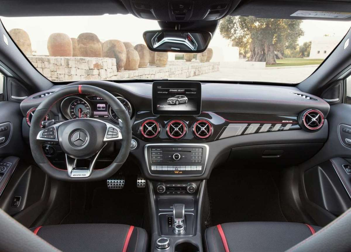 Mercedes AMG GLA 45, interni