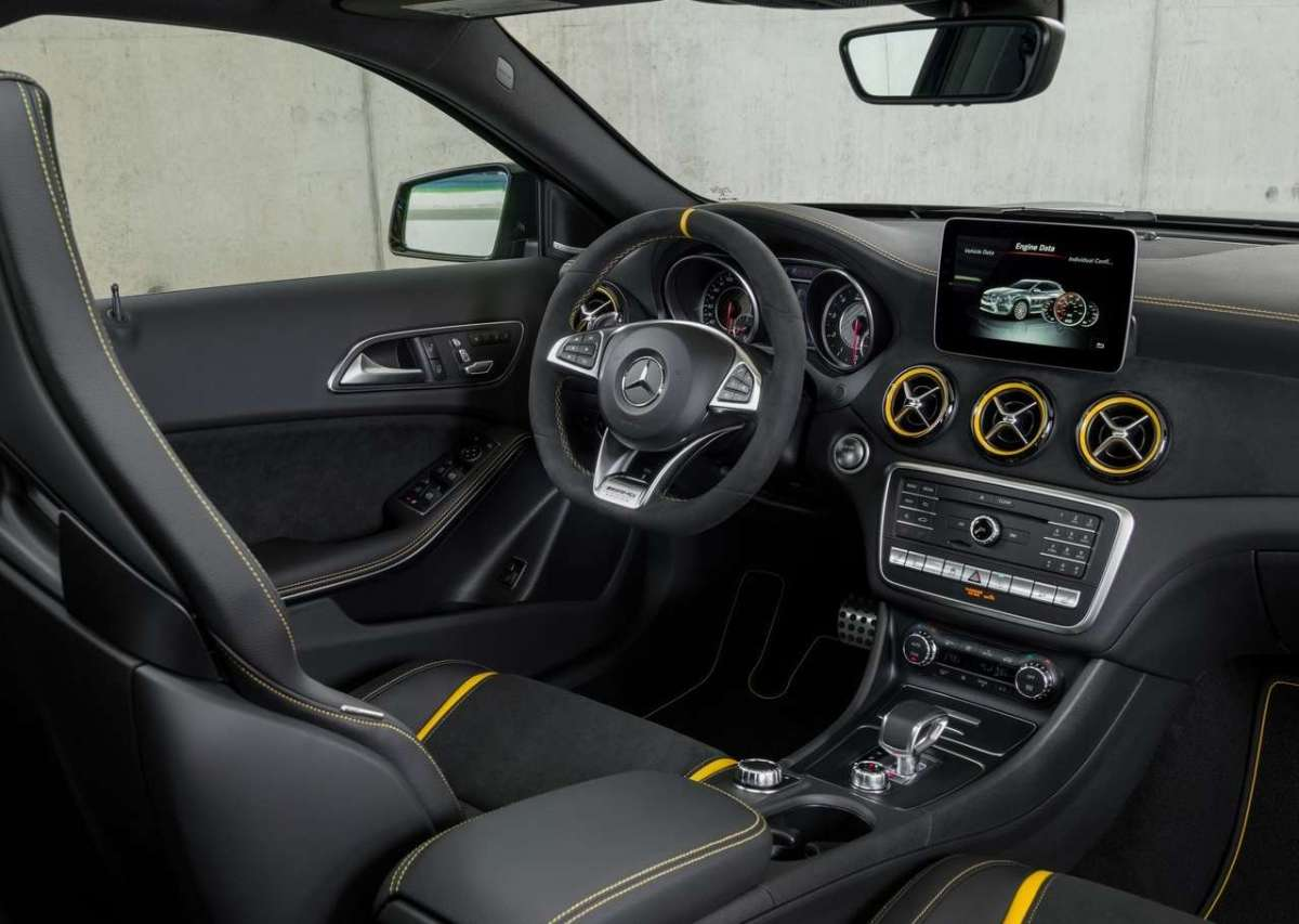 Dettagli di Mercedes GLA 45 Yellow Edition