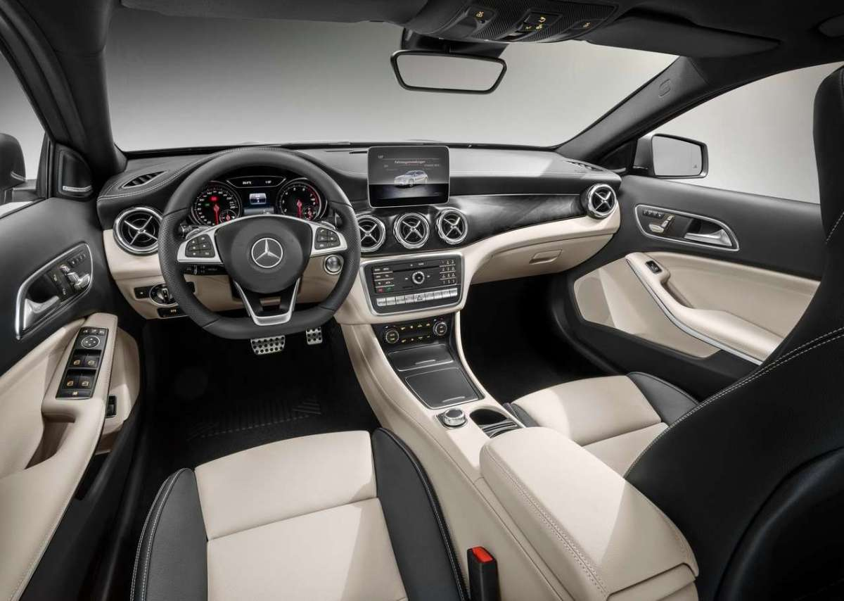 Interni di Mercedes GLA restyling