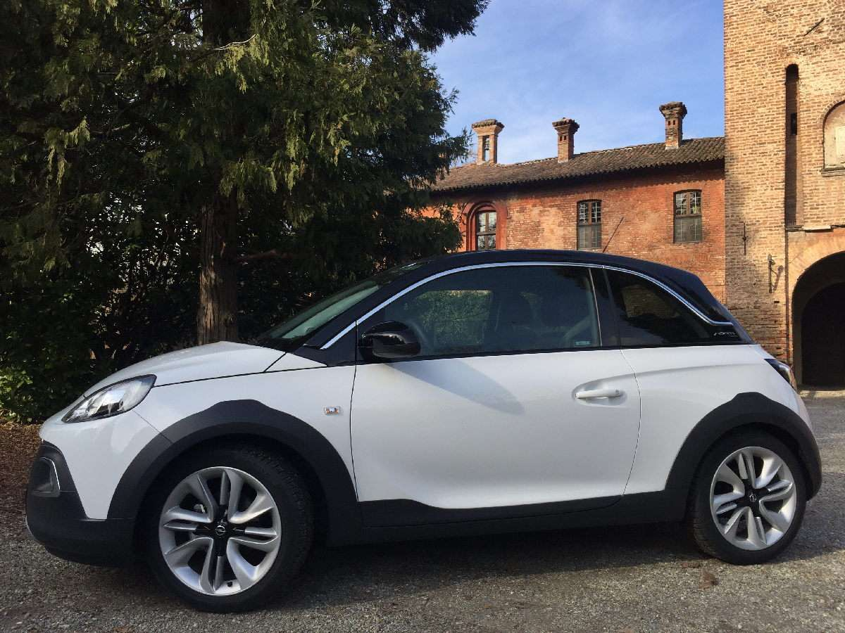 Opel Adam Rocks vista laterale