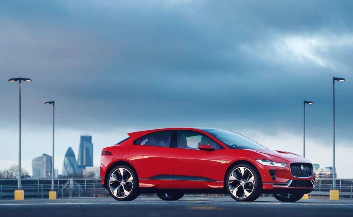 I-Pace Concept 2018 Photon Red