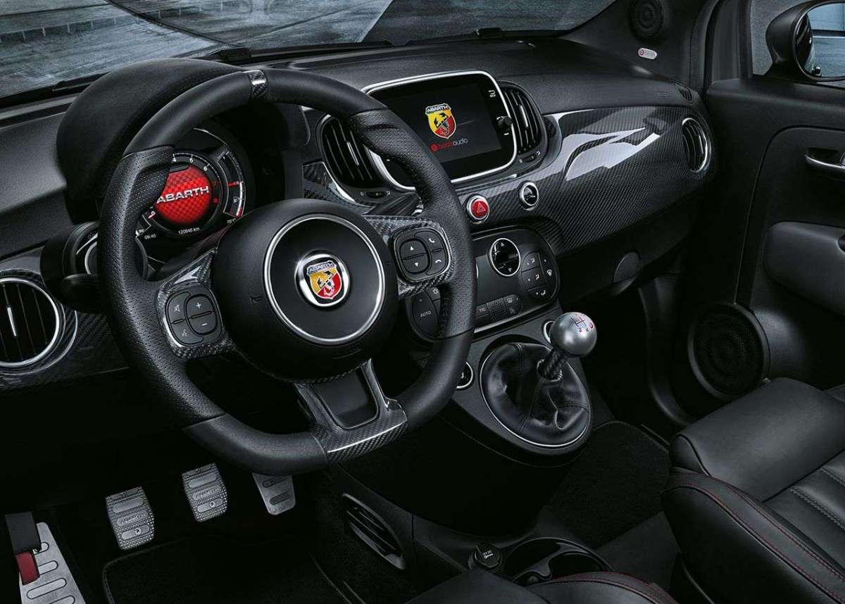 Abarth 695 XSR Yamaha Limited Edition interni