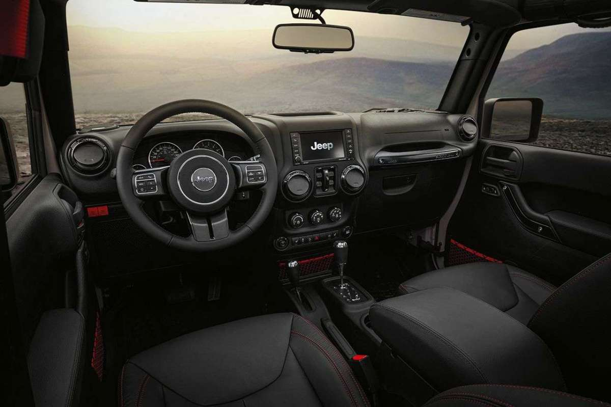 Jeep Wrangler Rubicon Recon interno