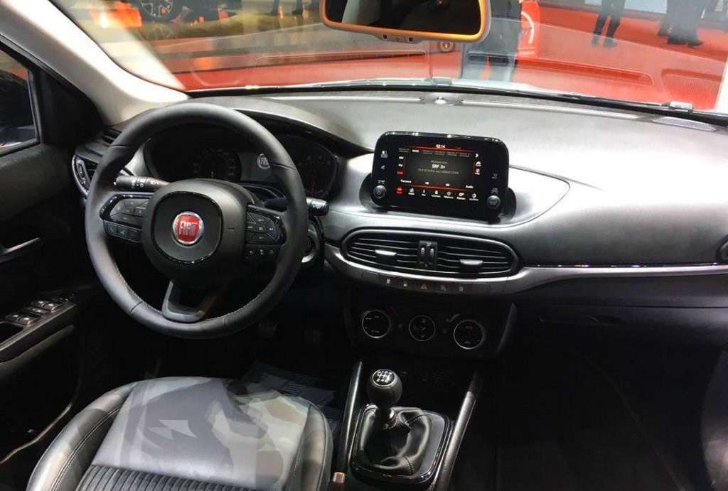 Fiat Tipo S-Design interni dal vivo