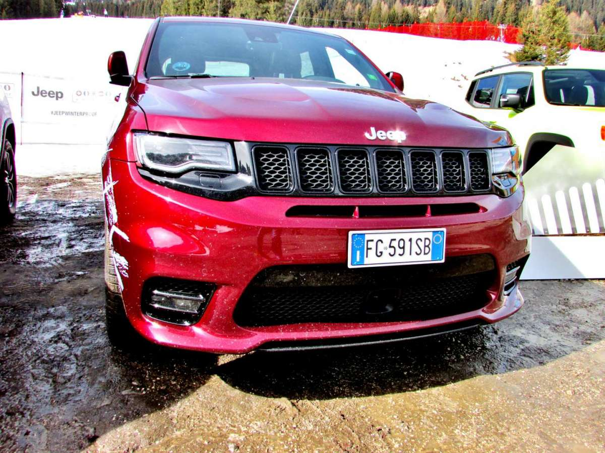 Grand Cherokee SRT da davanti