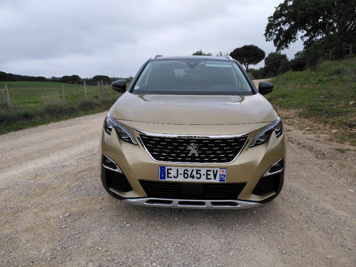 Peugeot 5008 2017 frontale