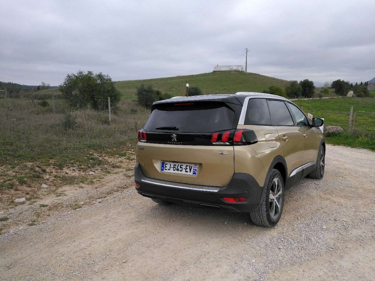 Peugeot 5008 2017 posteriore laterale